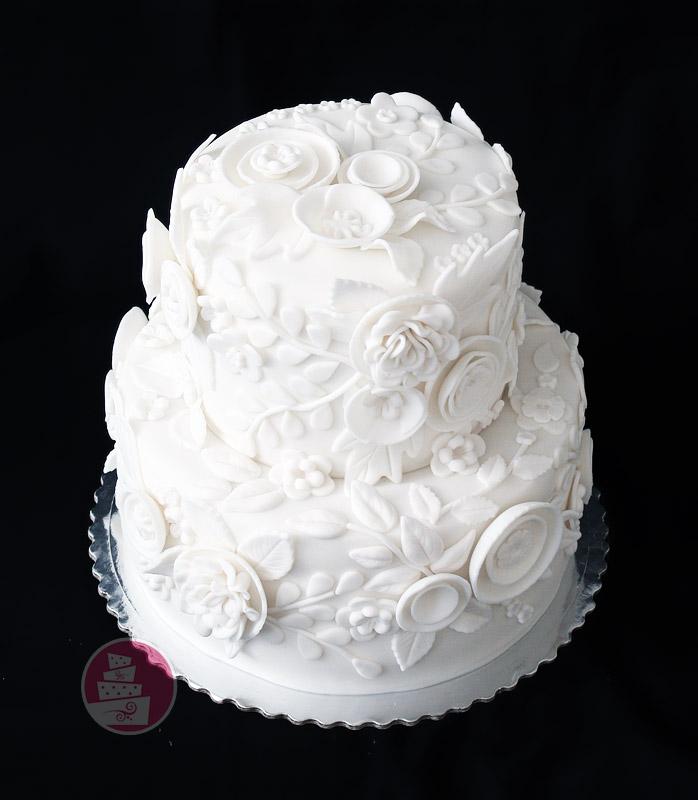 svadobna-torta-biela-dvojposchodova-s-3d-krajkou