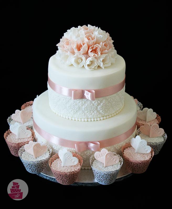 svadobna-torta-s-cupcake-v-lososovej-farbe