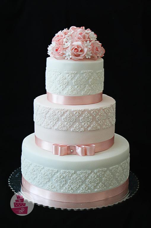 svadobna-torta-trojposchodova-s-krajkou