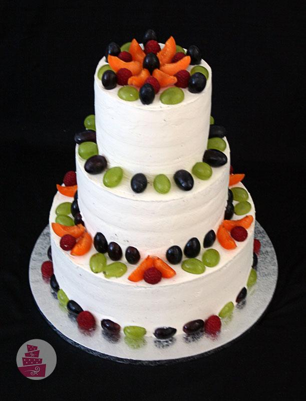 svadobna_torta_naha_bez_fondanu_s-ovocim