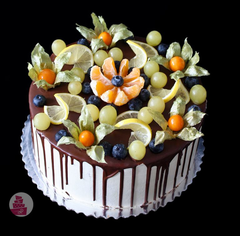 narodeninova-torta-bez-fondanu-cokoladova-drip-ovocie