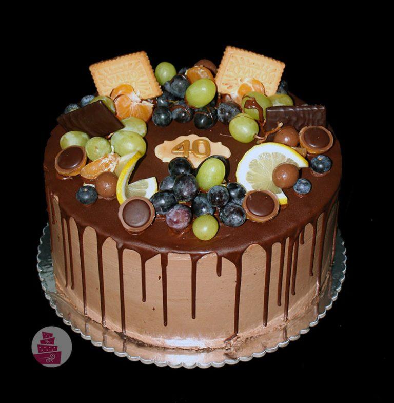 narodeninova-torta-bez-fondanu-cokoladova-s-ovocim-na-40-rokov