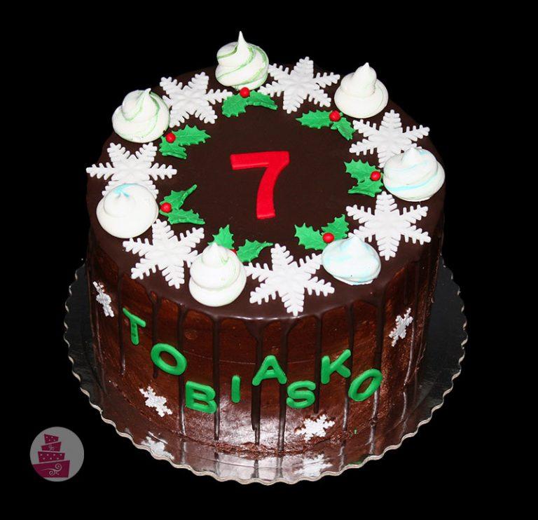 narodeninova-torta-cokoladova-bez-fondanu-pre-chlapca-vianocna